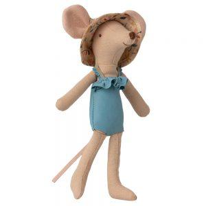 Mamá ratón en cabina de playa 3