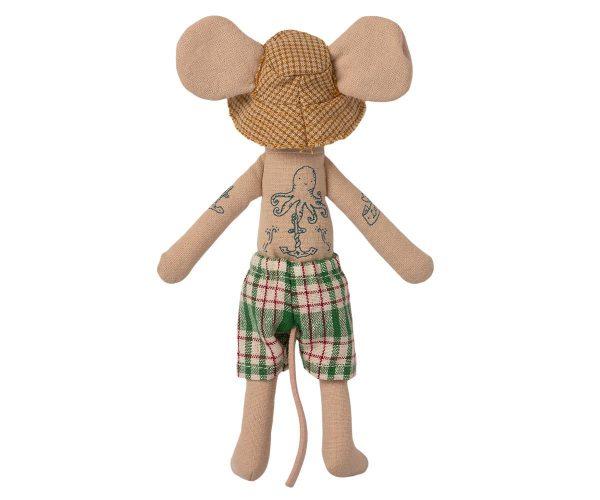 Papá ratón en cabina de playa 1