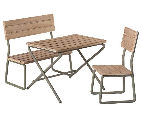 mesa y sillas de jardín 2