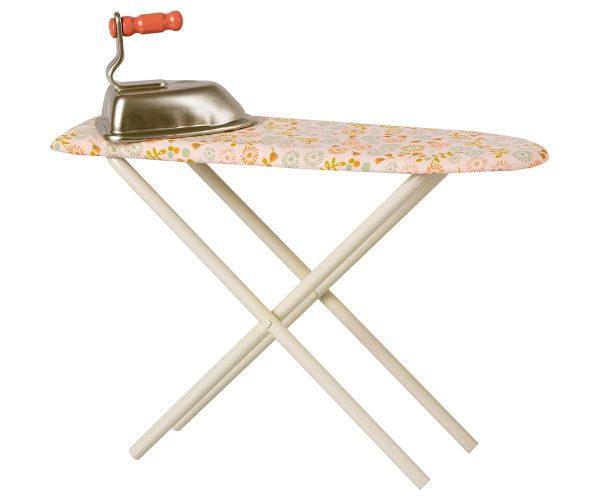 plancha y tabla de planchar