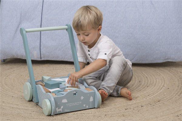 Andador azul de madera para bebés 1