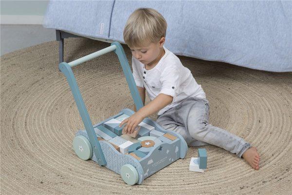 Andador azul de madera para bebés 2